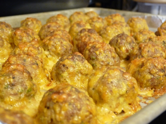 https://nightowlkitchenblog.files.wordpress.com/2013/09/turkey-and-sausage-breakfast-balls-004.jpg