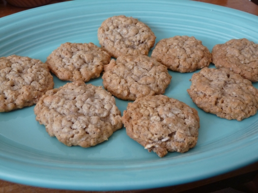 apple and cinnamon oatmeal cookies 001