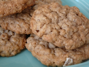 apple and cinnamon oatmeal cookies 004
